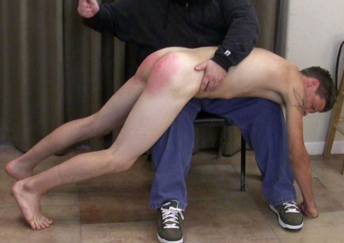 content/150711102-erics-first-spanking-part-2/0.jpg