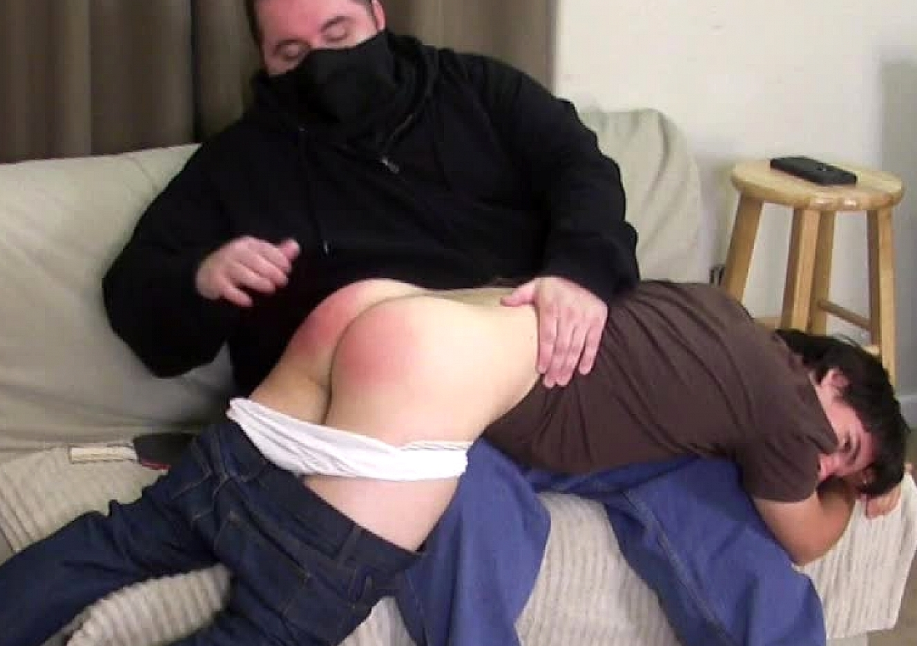 content/160618102_chris_first_spanking/0.jpg