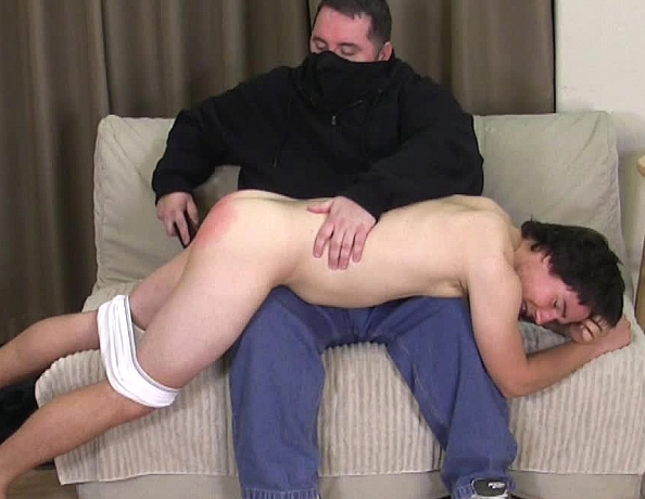 content/160618102_chris_first_spanking/1.jpg