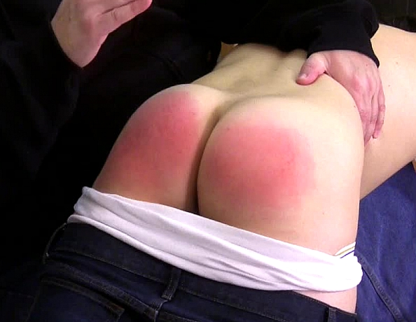 content/160618102_chris_first_spanking/2.jpg