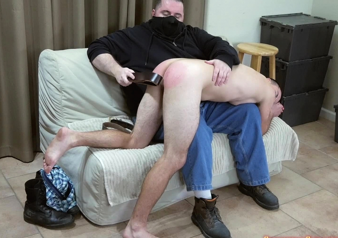 content/161118101-glenns-first-spanking/0.jpg