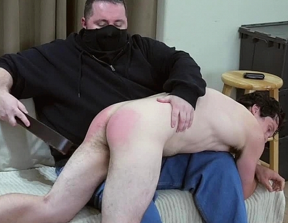 content/161128101-pauls-first-spanking/1.jpg