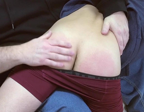 content/161130102-owens-first-spanking/2.jpg