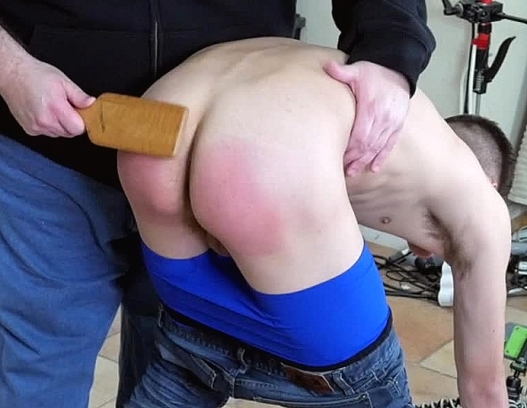 spank-guys-thumbs-girls-pussy-in-tight-yoga-pants