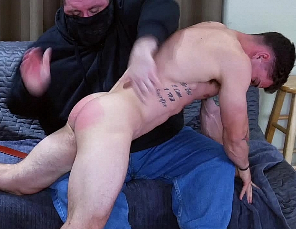 content/170926101-wes-first-spanking/4.jpg